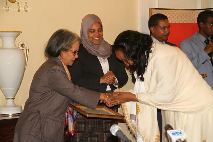 President Sahlework Confers with Ambassadors of Peace Mothers