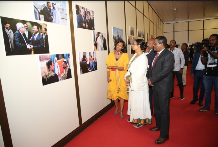 Photo Exhibition Displays Sweeping Reforms, Public Responses Opened